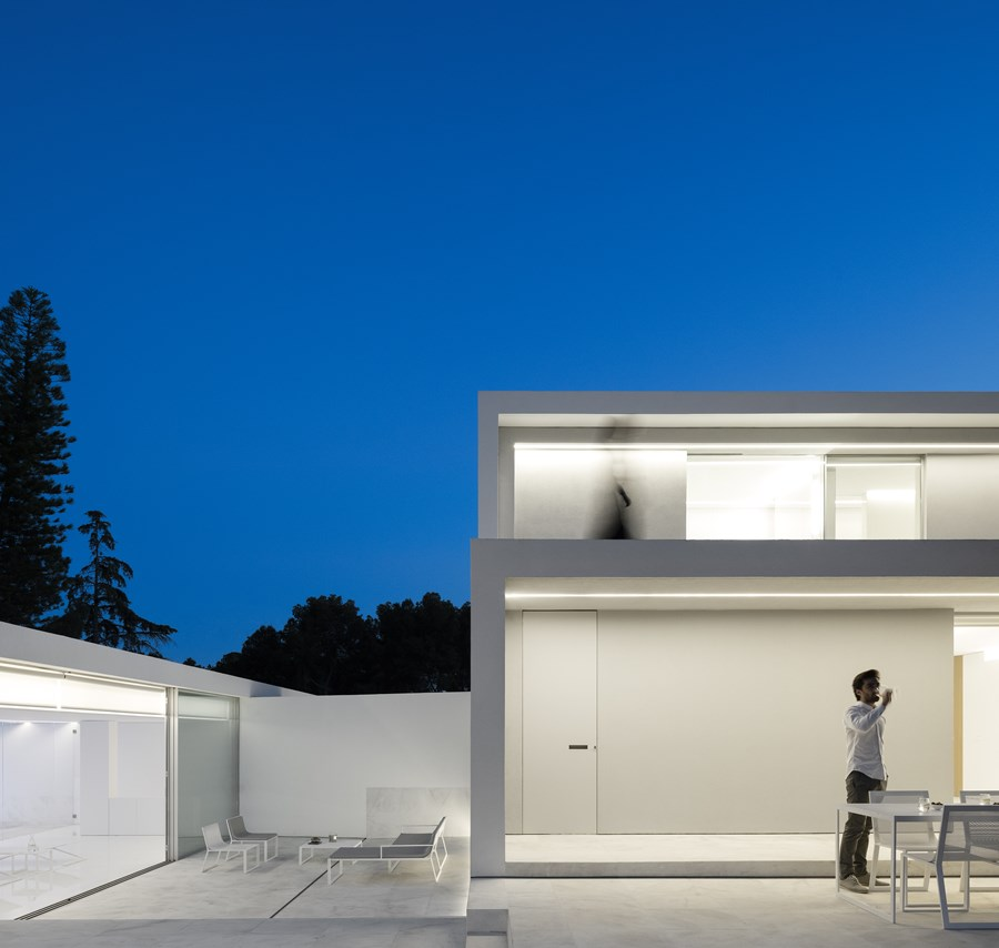 House between the pine forest by Fran Silvestre Arquitectos 13
