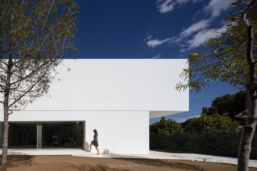 House between the pine forest by Fran Silvestre Arquitectos 14