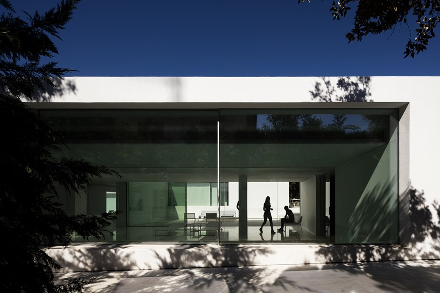 House between the pine forest by Fran Silvestre Arquitectos 16