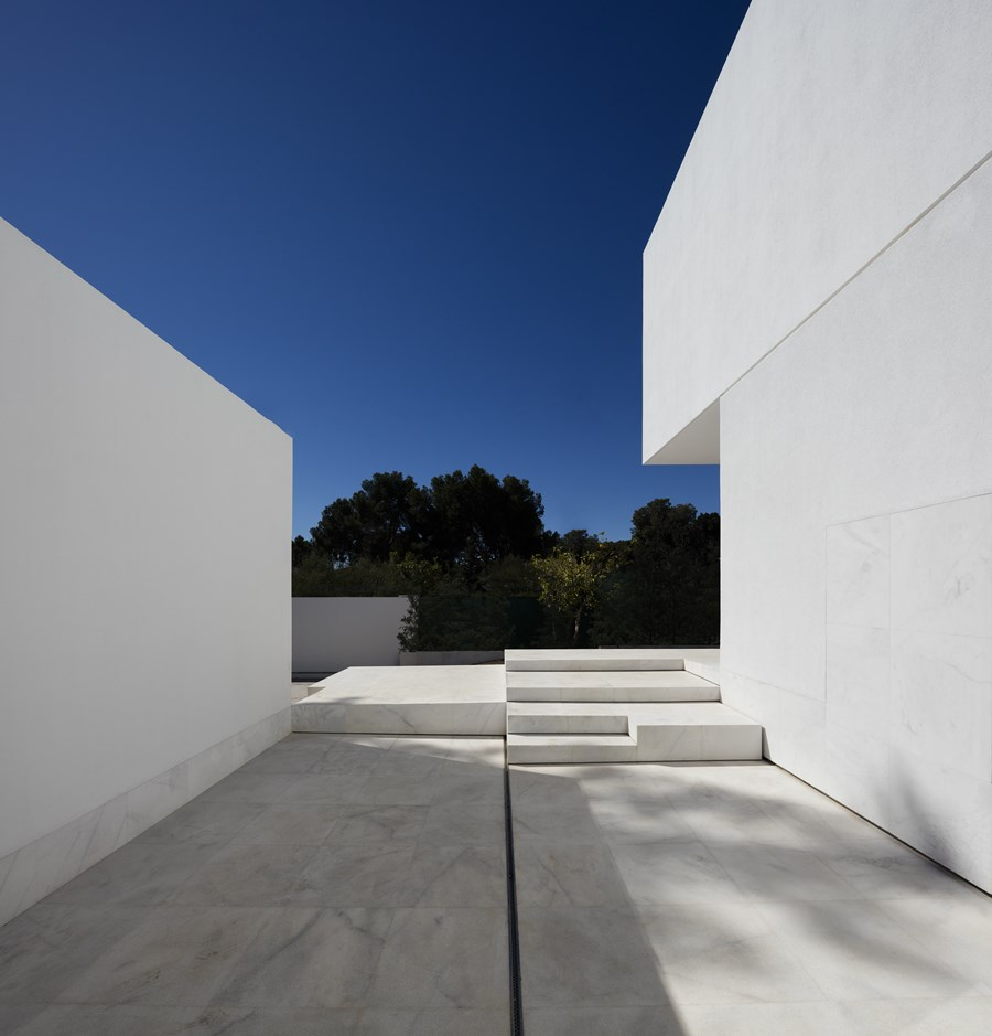 House between the pine forest by Fran Silvestre Arquitectos 17