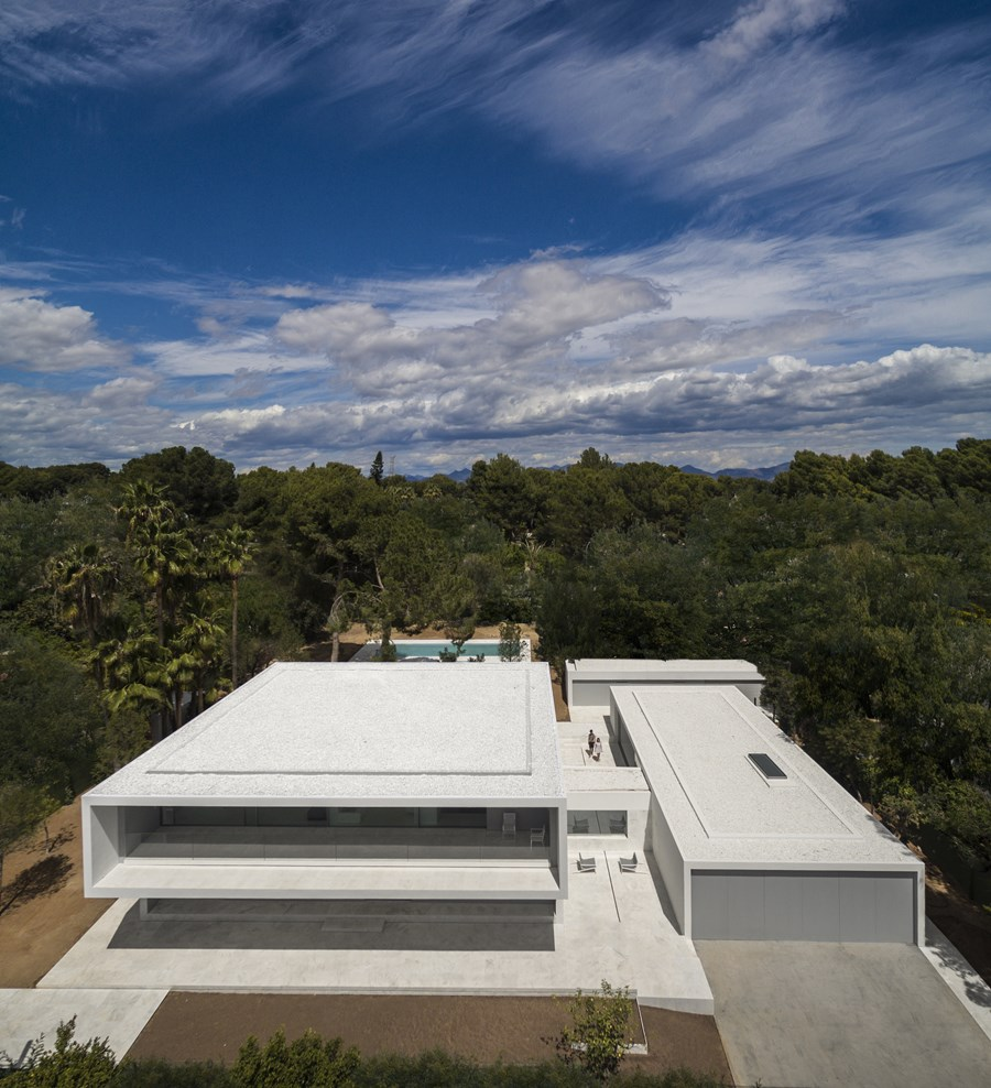 House between the pine forest by Fran Silvestre Arquitectos 18