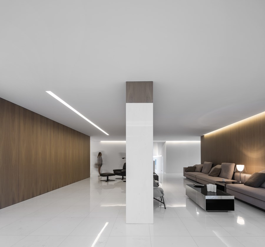 House between the pine forest by Fran Silvestre Arquitectos 21
