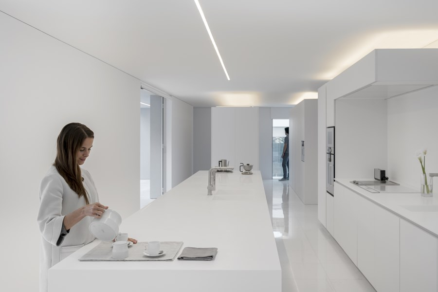 House between the pine forest by Fran Silvestre Arquitectos 24
