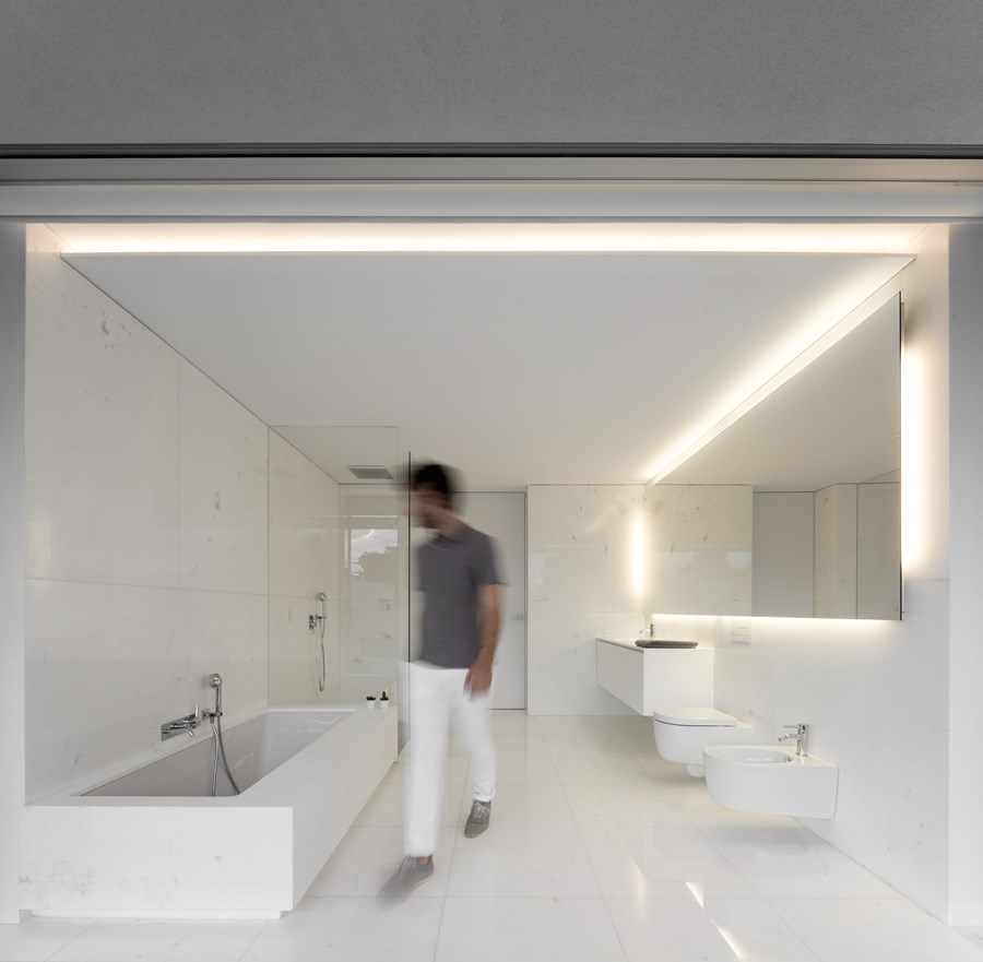 House between the pine forest by Fran Silvestre Arquitectos 30