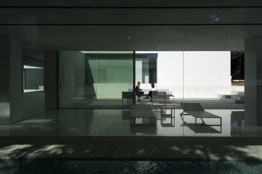 House between the pine forest by Fran Silvestre Arquitectos 41