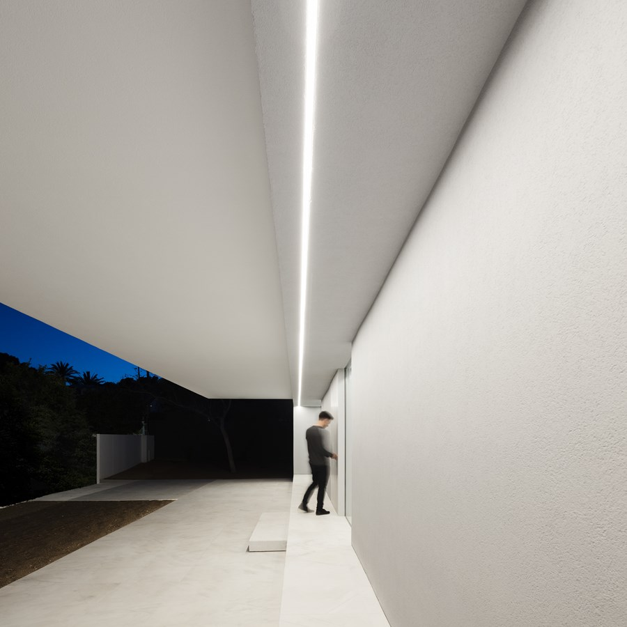 House between the pine forest by Fran Silvestre Arquitectos 42