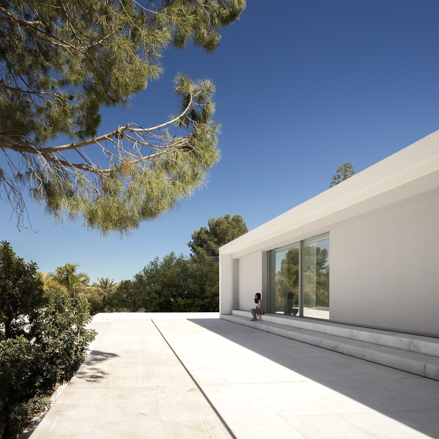 House between the pine forest by Fran Silvestre Arquitectos 44