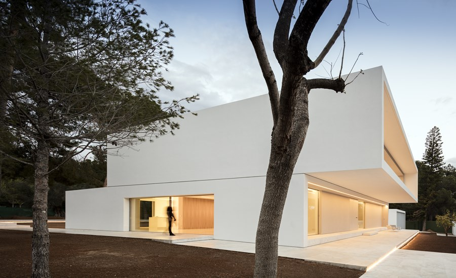 House between the pine forest by Fran Silvestre Arquitectos 47