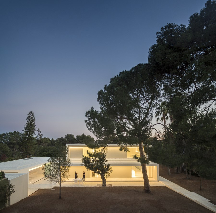 House between the pine forest by Fran Silvestre Arquitectos 48