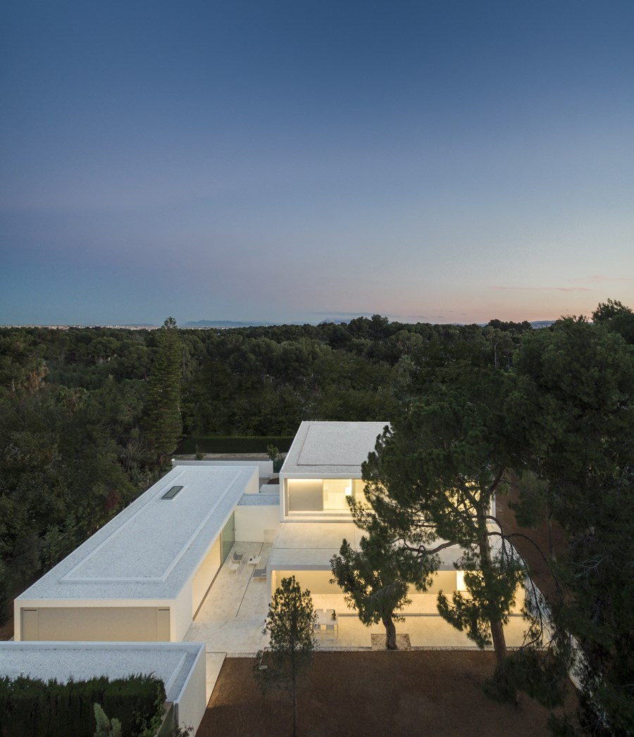 House between the pine forest by Fran Silvestre Arquitectos 50