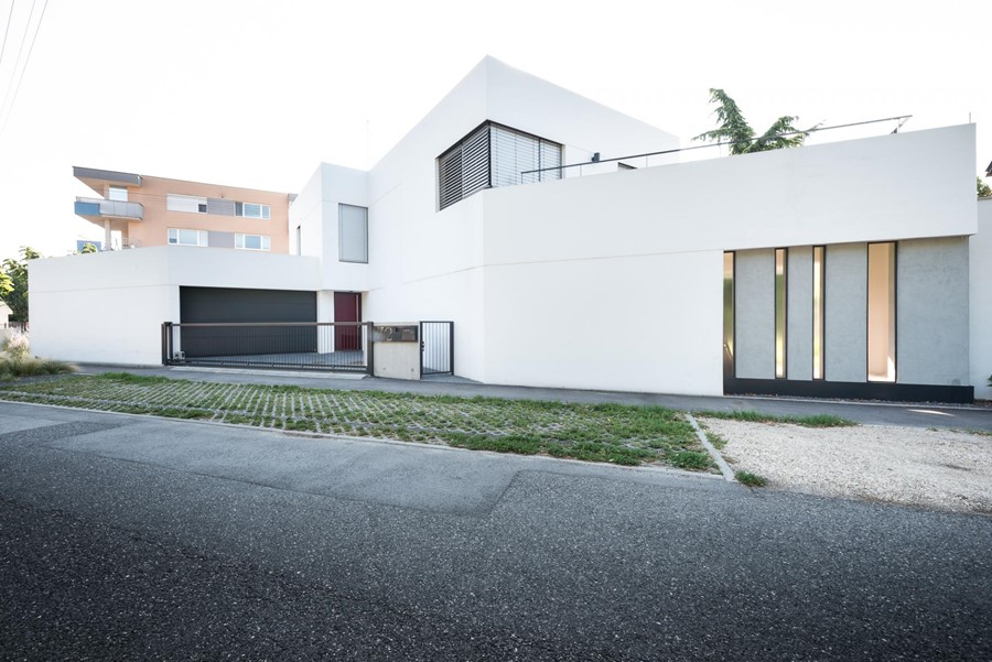White Cubes House by at26 28