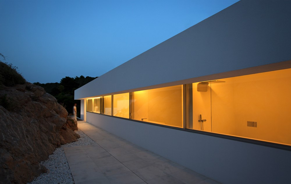 House on the cliff by fran silvestre arquitectos myhouseidea for Fran silvestre house on the cliff