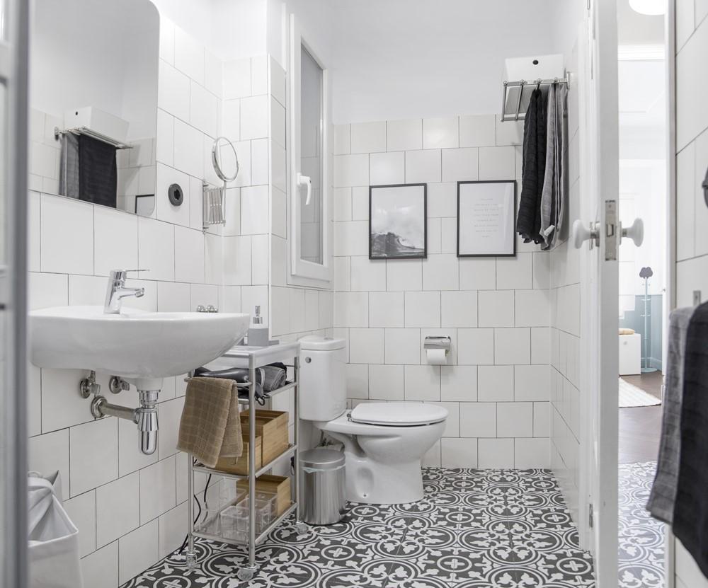 quart apartment renovation by homelabdesign studio myhouseidea. Black Bedroom Furniture Sets. Home Design Ideas