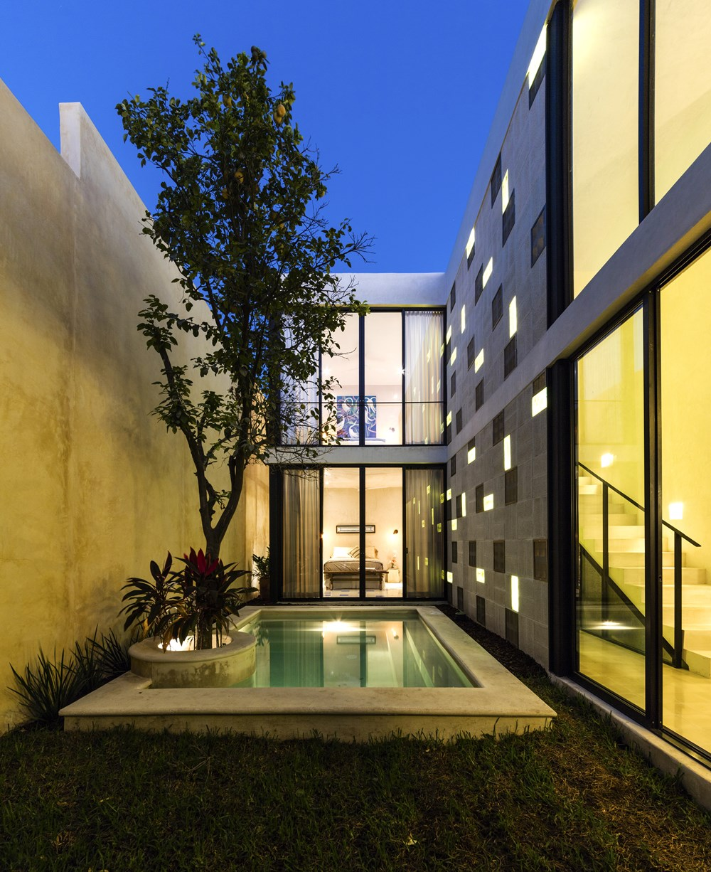 RC 80 House by Taller Estilo Arquitectura