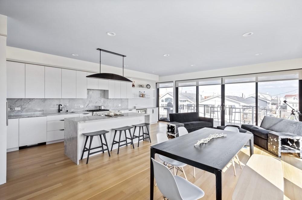 The Long Beach House by Ward 5 Design