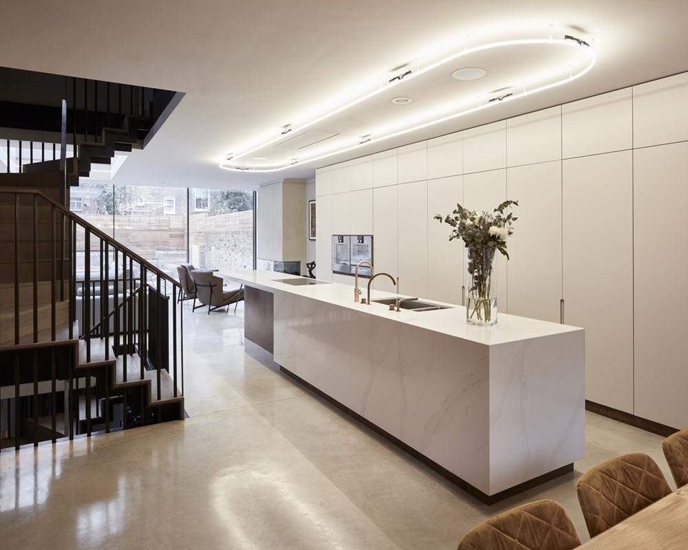 Oakley House by Paul Archer Design