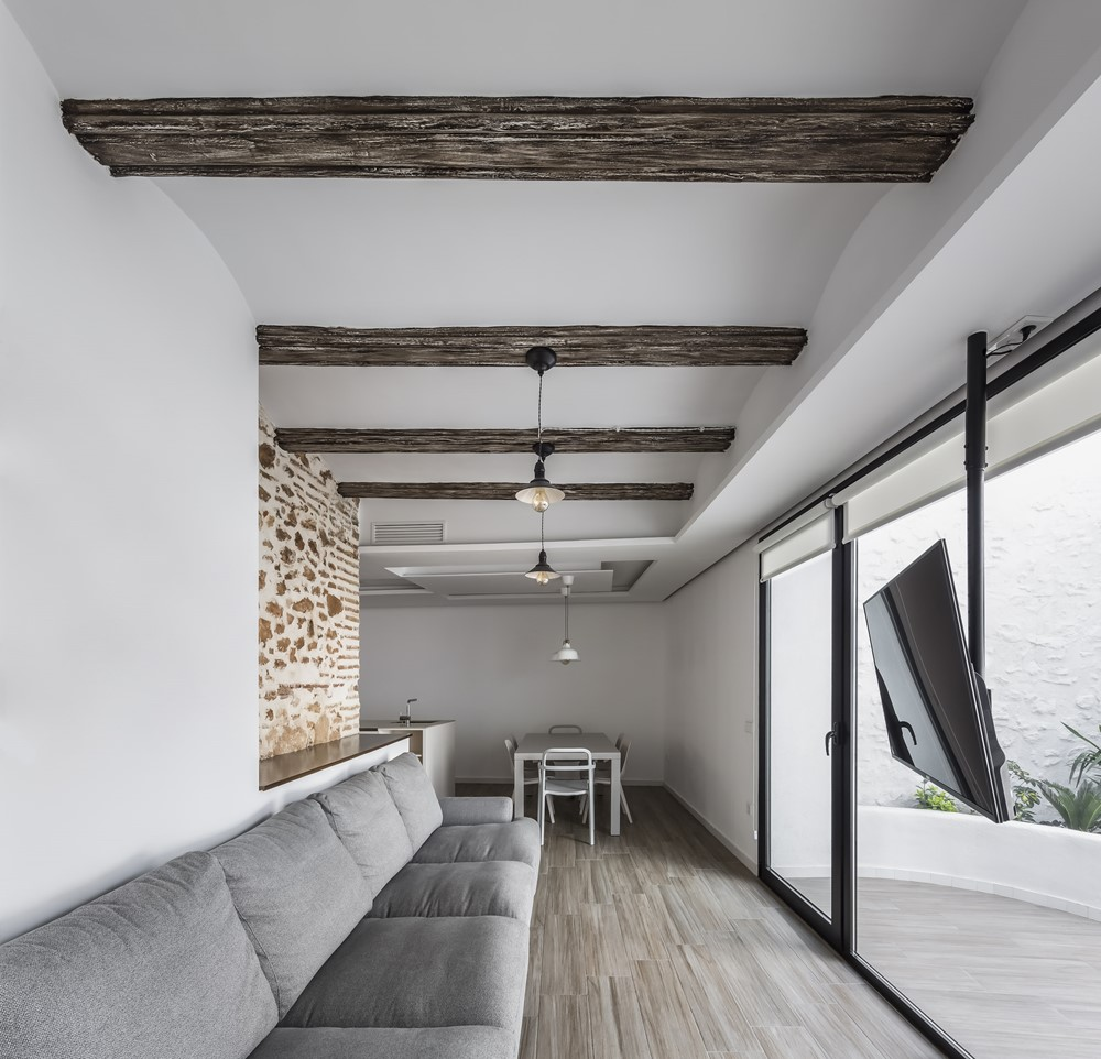 Casa Protegida by Alberto Facundo Arquitectura