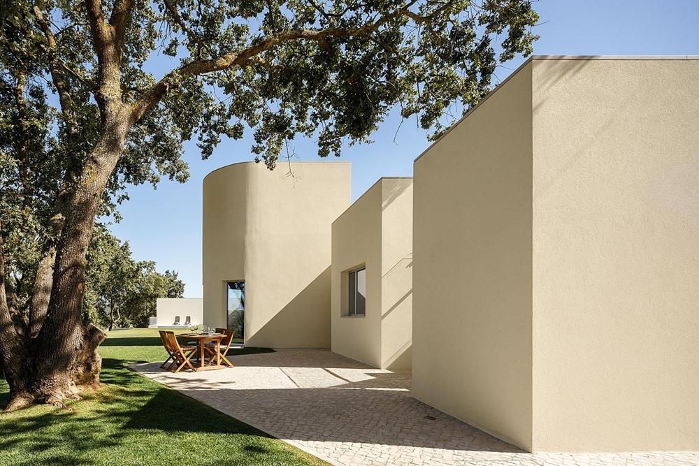 House in Santarém by dp Arquitectos