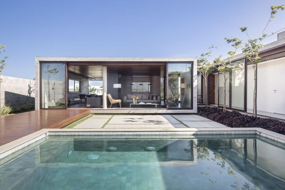 Güths House by ARQBR