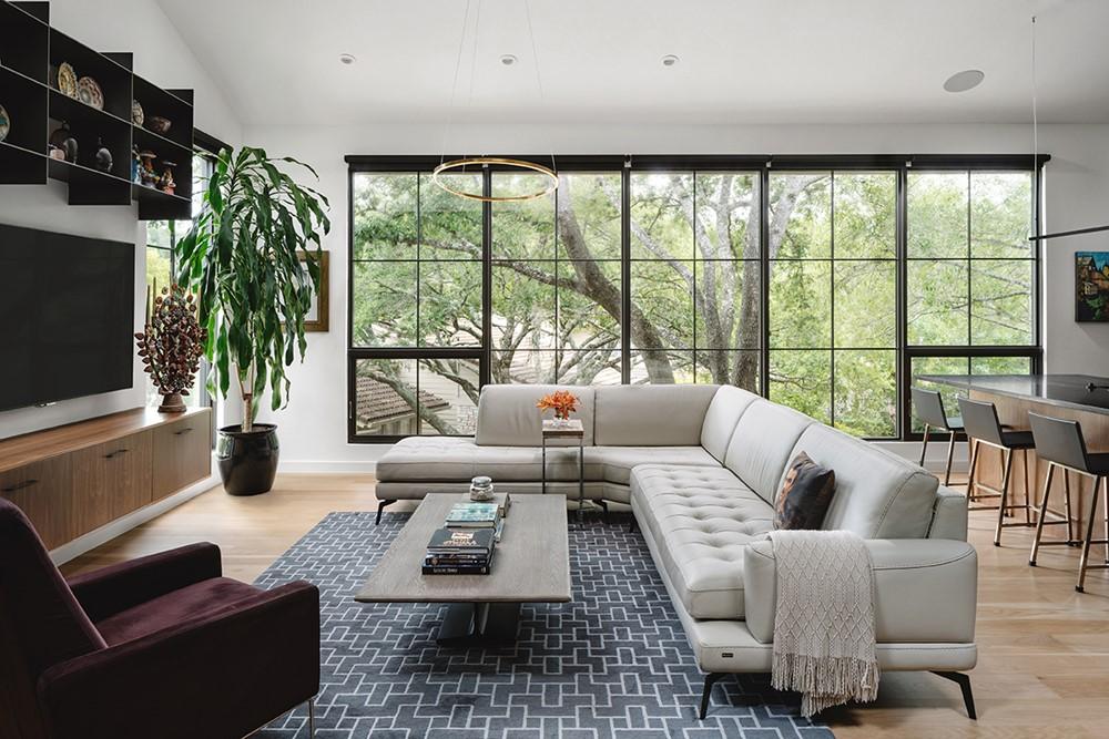 Modern hill side retreat by LaRue Architects